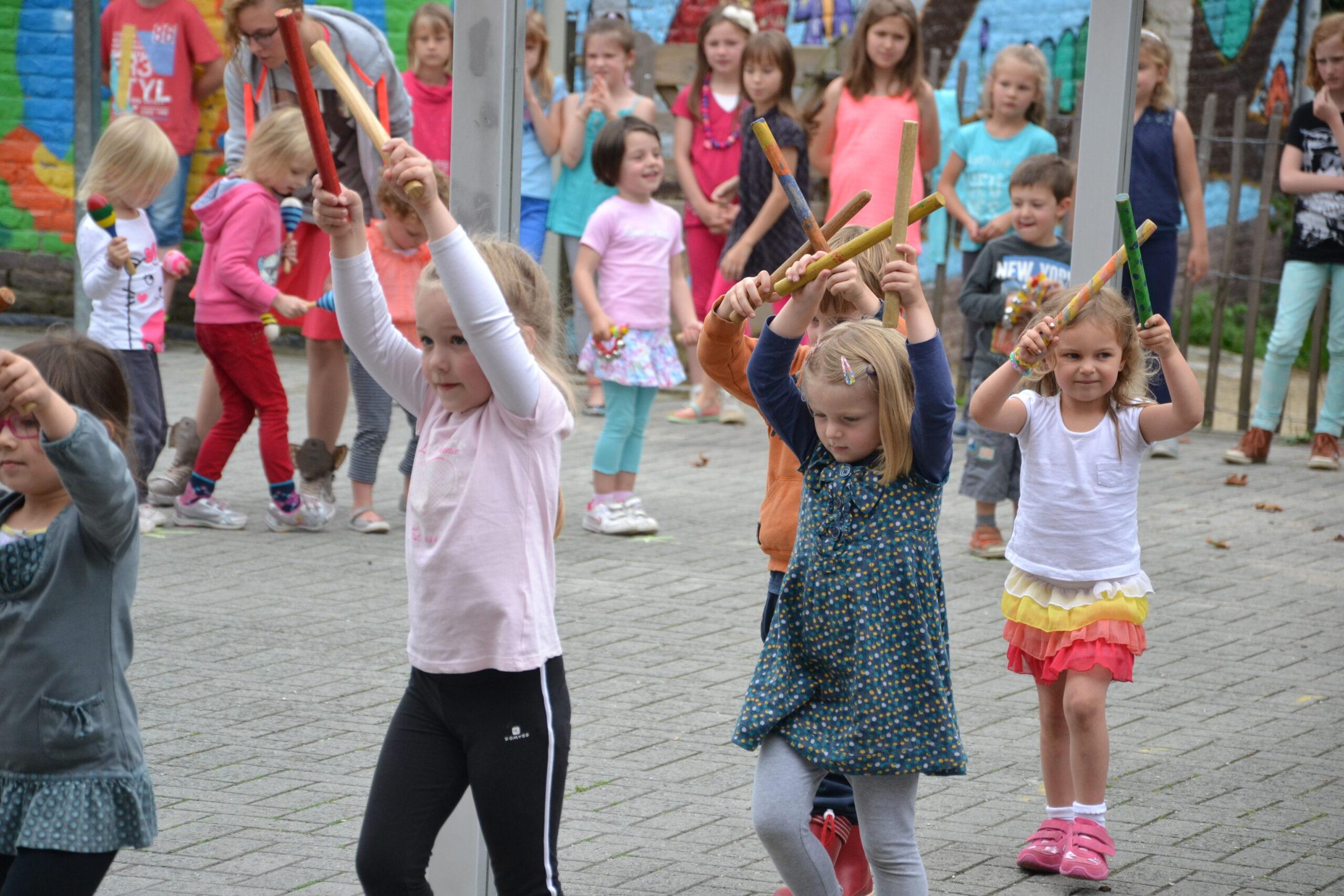 stages, enfants qui dansent